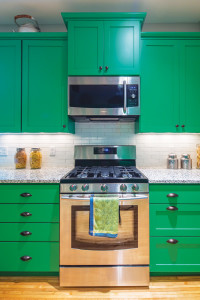 img_08-15_MH_Green-Kitchen