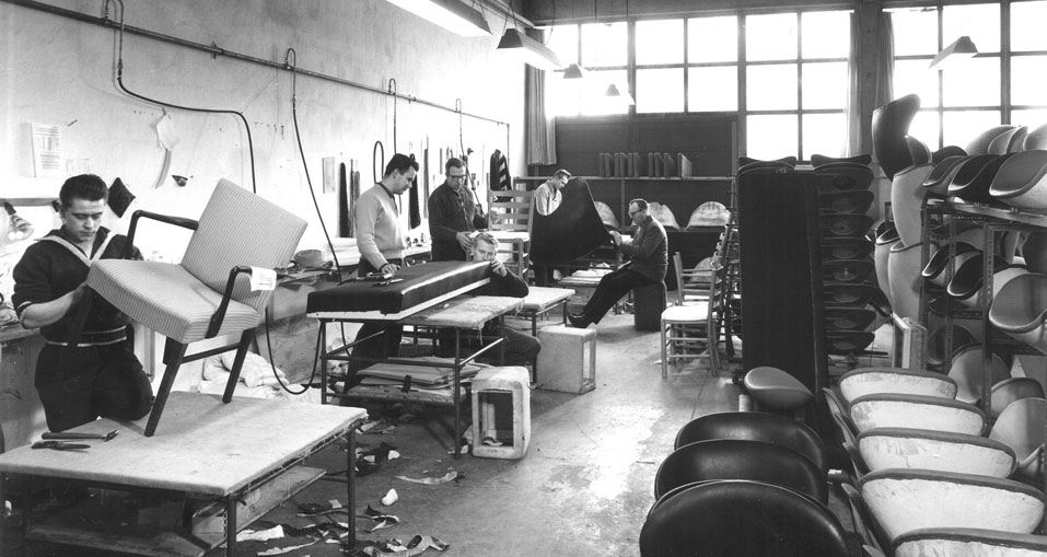 Swan-chair-production_Arne-Jacobson_X