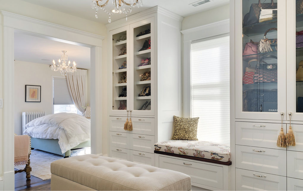 Dressing room with customized drawers and cabinets