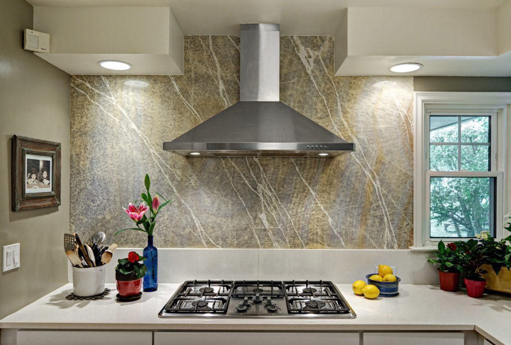 Courtesy-of-Monson-Interior-Design,-design-by-Lynn-Monson,-CMKBD,-photo-by-Mark-Ehlen,-Ehlen-Creative