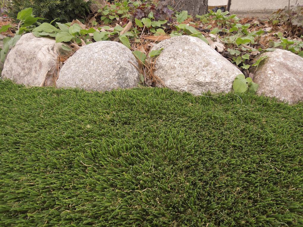 img_2016_midwest_home_artificial_grass_SMARTlawn_X_jpg