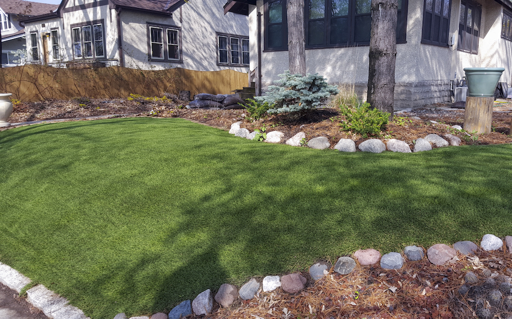img_2016_midwest_home_artificial_grass_SYNlawn_X_jpg