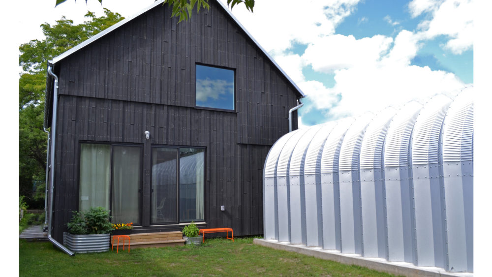 Yes, that's a Quonset hut/garage