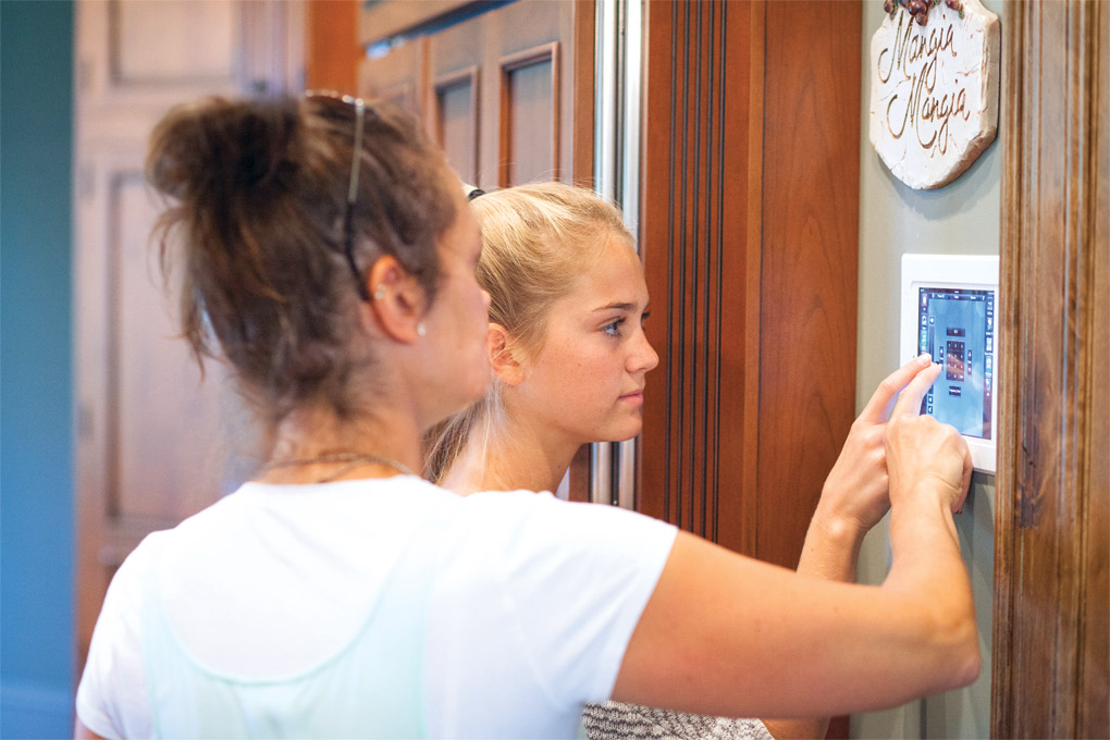Smart-Homes-Security-System_Daughters_G