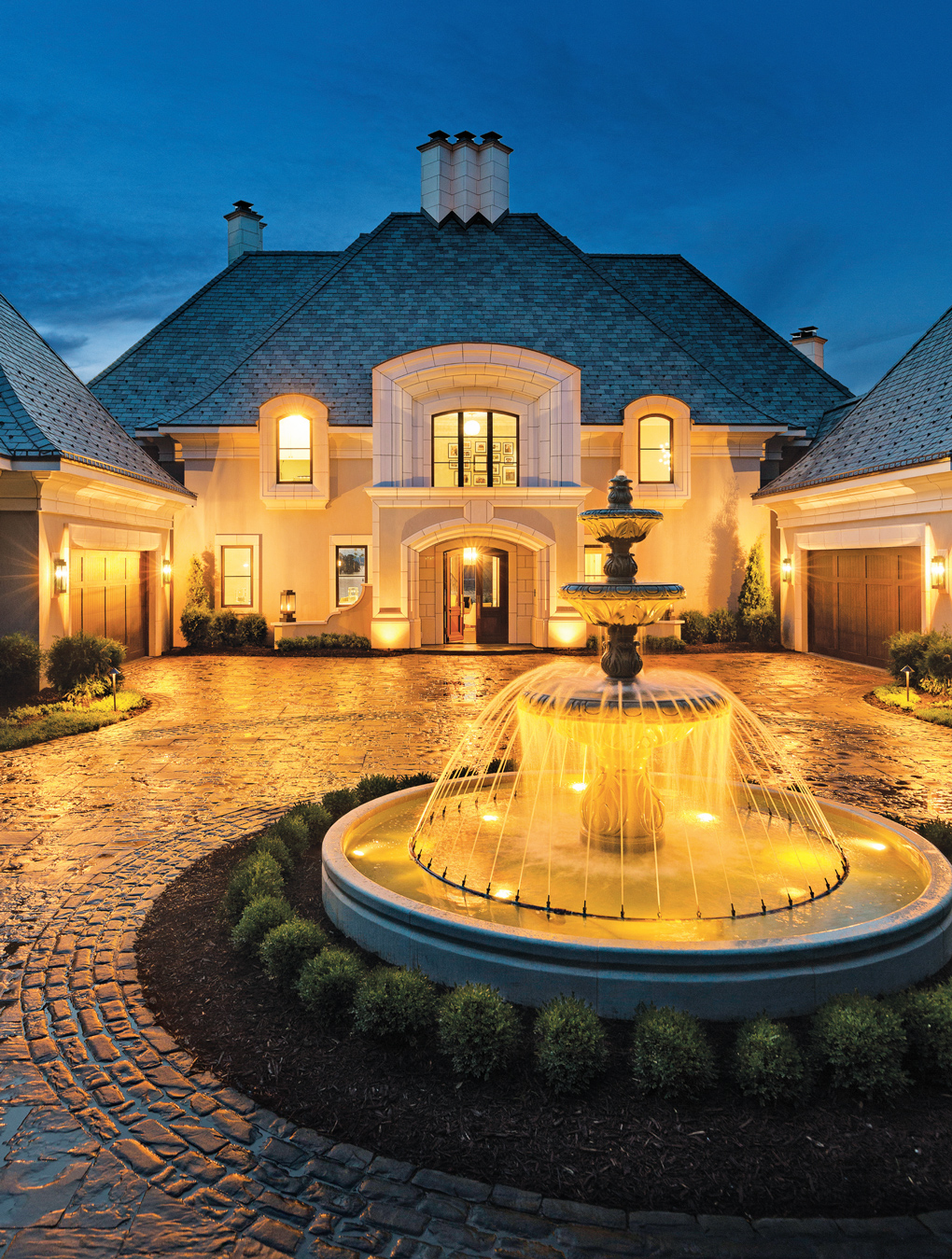 Luxury-Home-Tour_NorSon_Fountain-Entrance