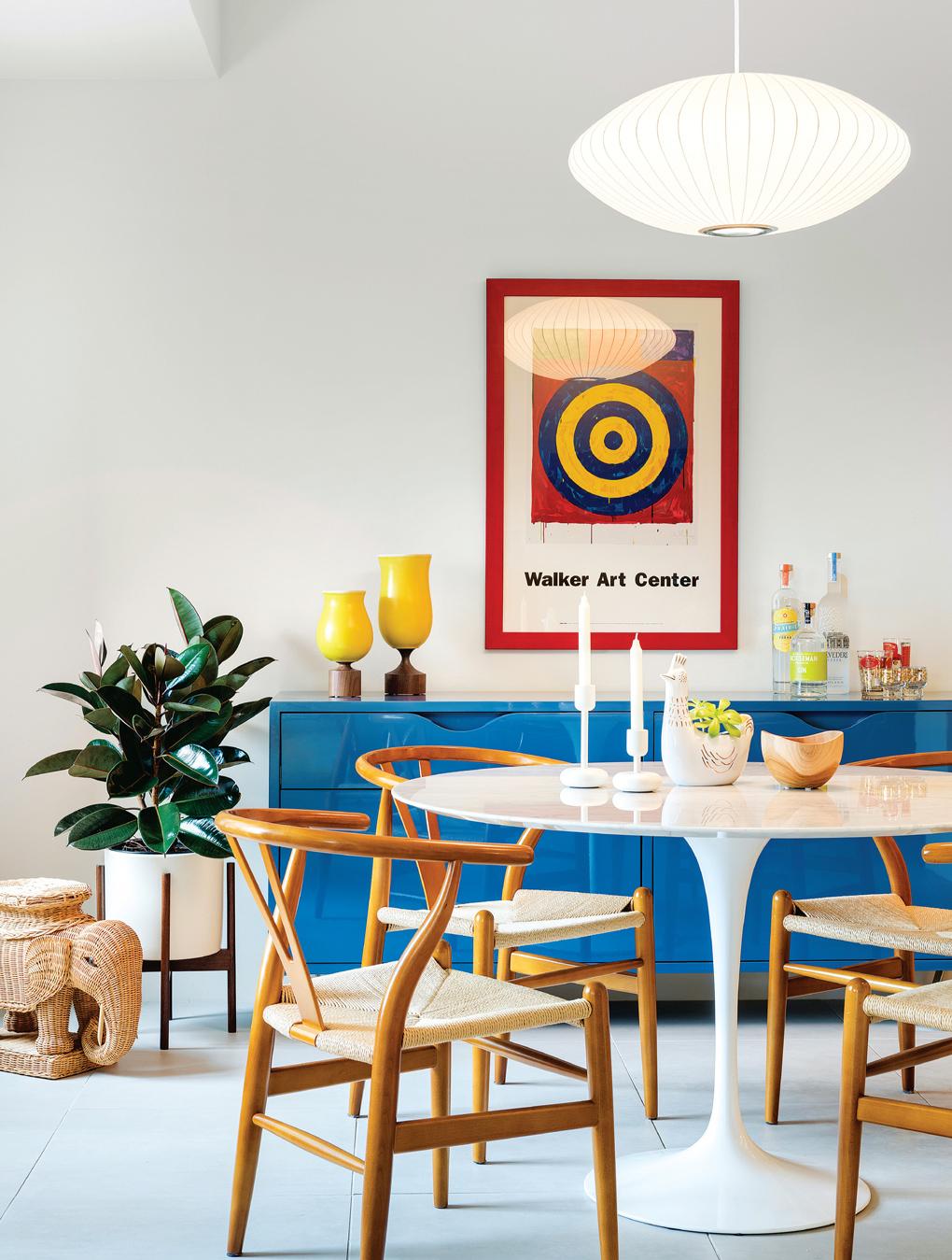 Saarinen, table, Hans Wegner, chairs, George Nelson, saucer