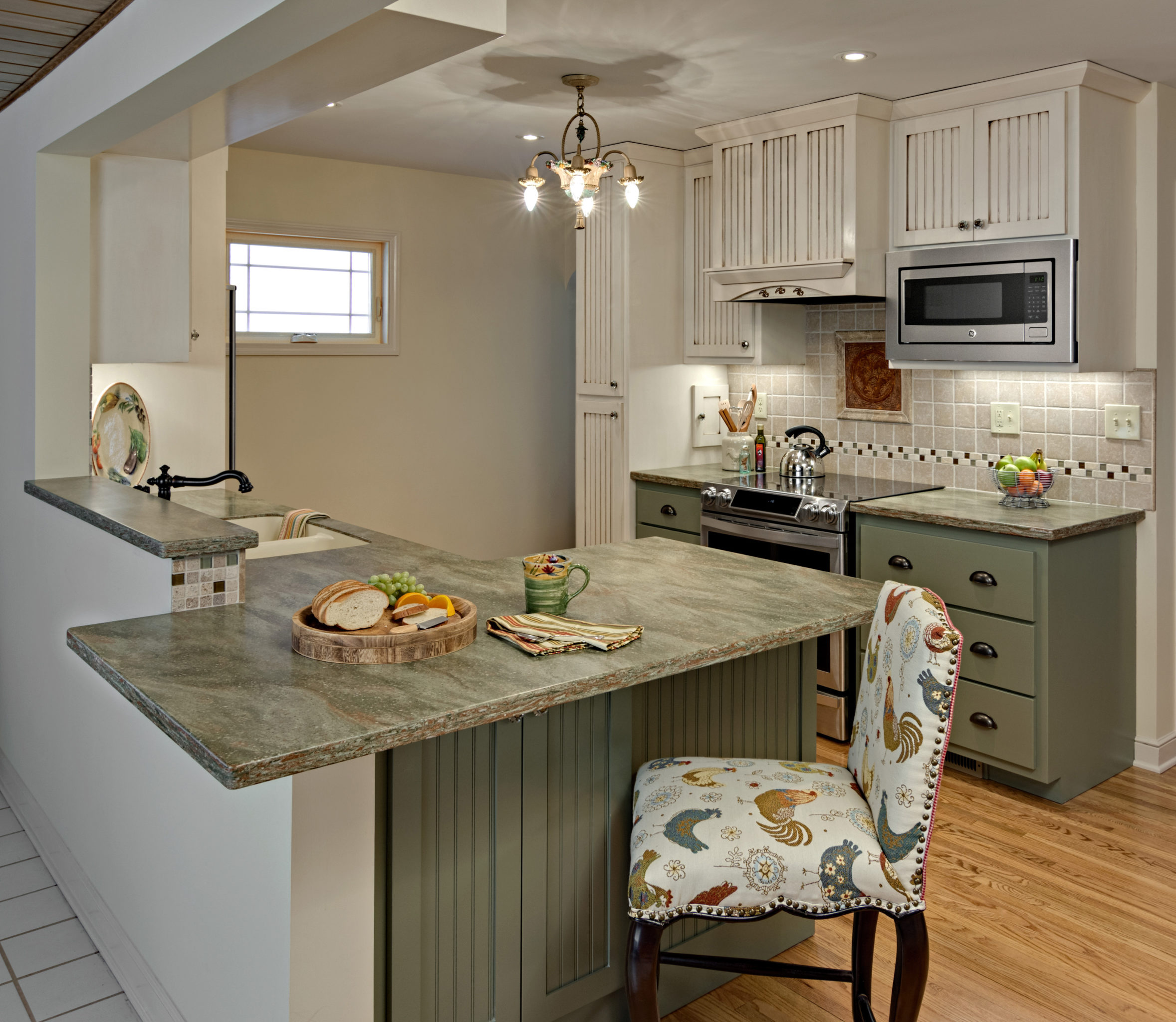 Kitchen Interior Design 2016: A Small St. Paul Kitchen Gains A Gathering Area