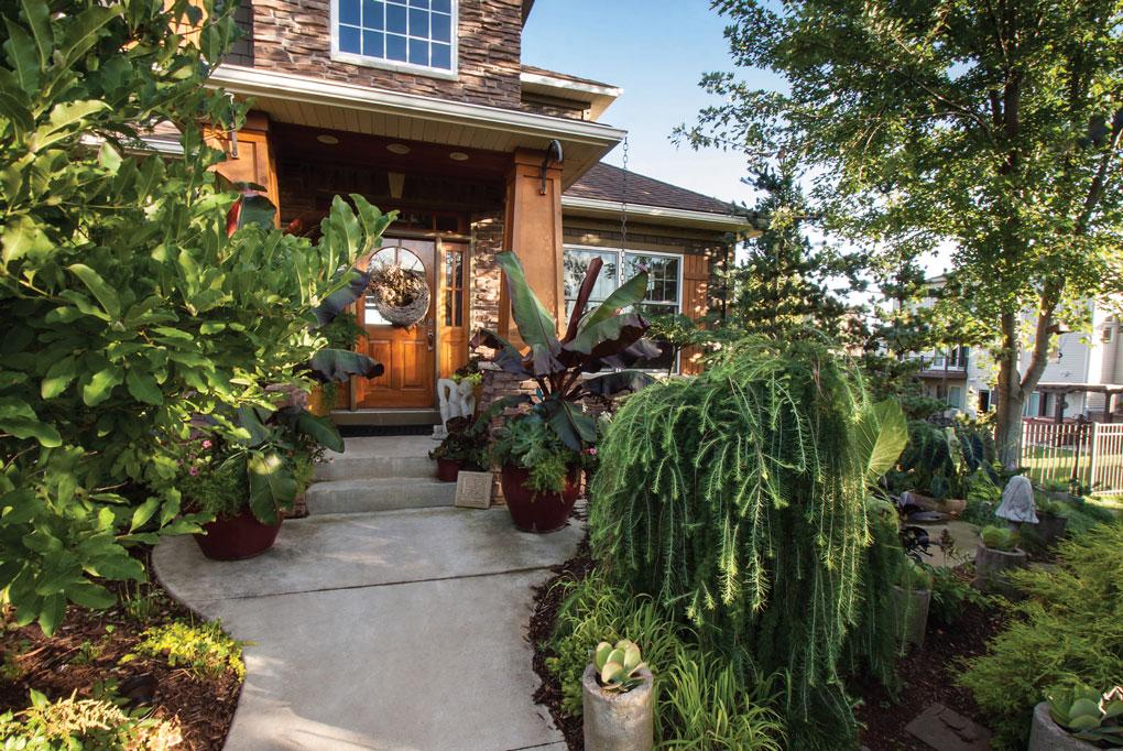 A Mini Garden Tour Leads to Engelmann's Front Door