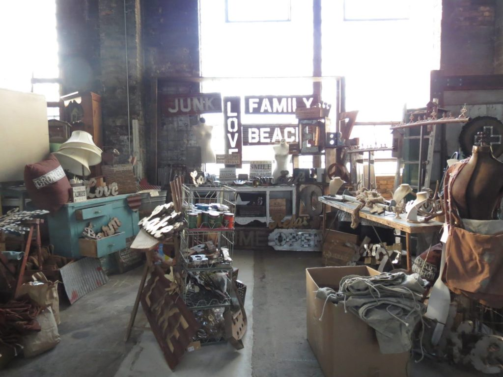 Olde Depot Junktion, antique sale