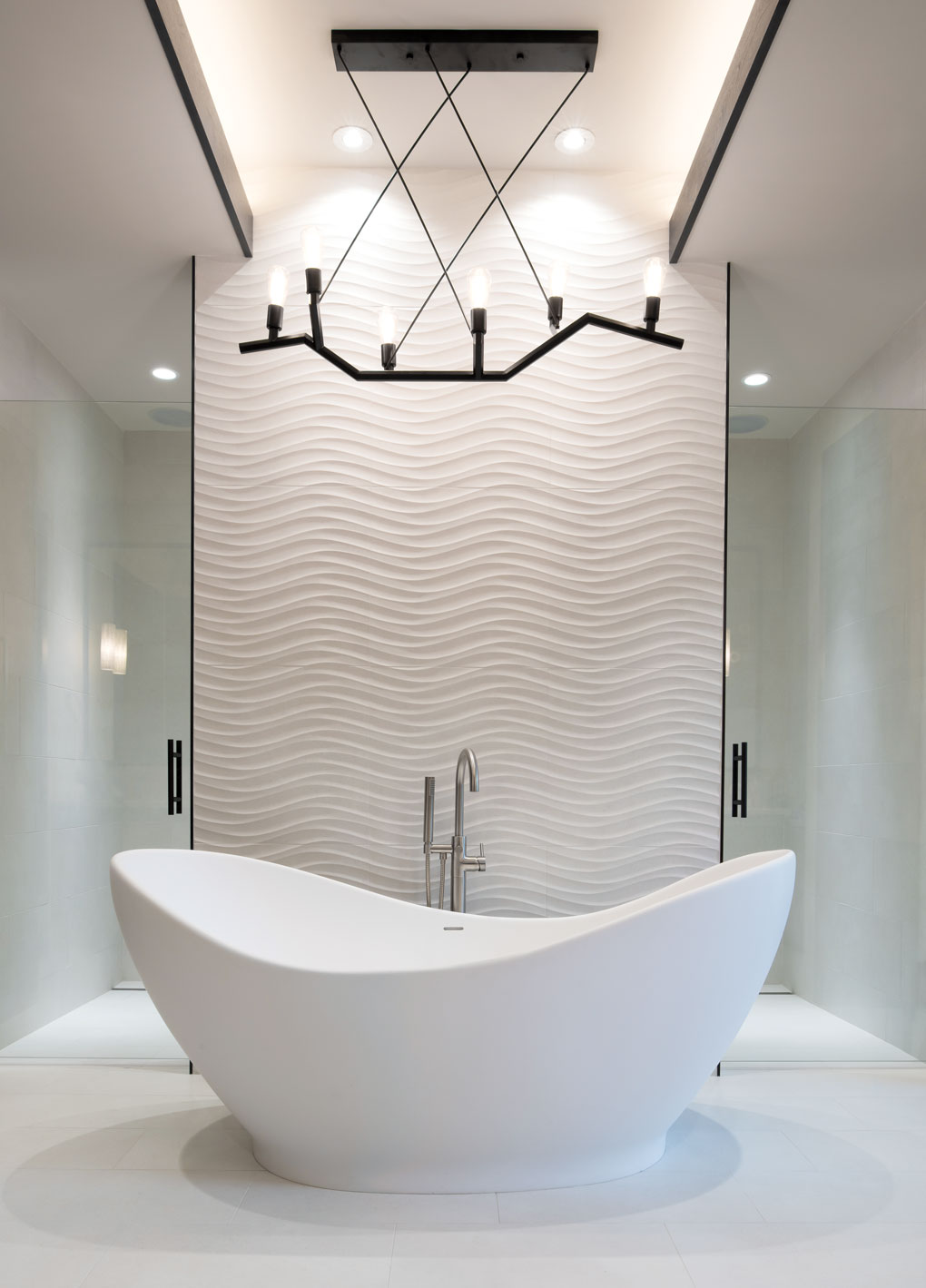 The master bathroom in Greg Jennings' Minnesota home features an elegant egg-shaped tub.