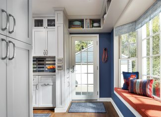 A blue and white entryway in a newly renovated kitchen by LiLu Interiors.