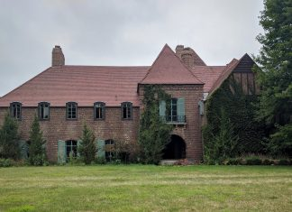 A photo of the Still Pond mansion on the Cargill campus.